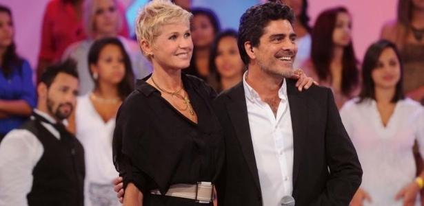 """Xuxa e o ator e cantor Junno Andrade no quadro """"Memória X"""", do """"TV Xuxa"""", exibido no dia 19 de janeiro de 2013"""