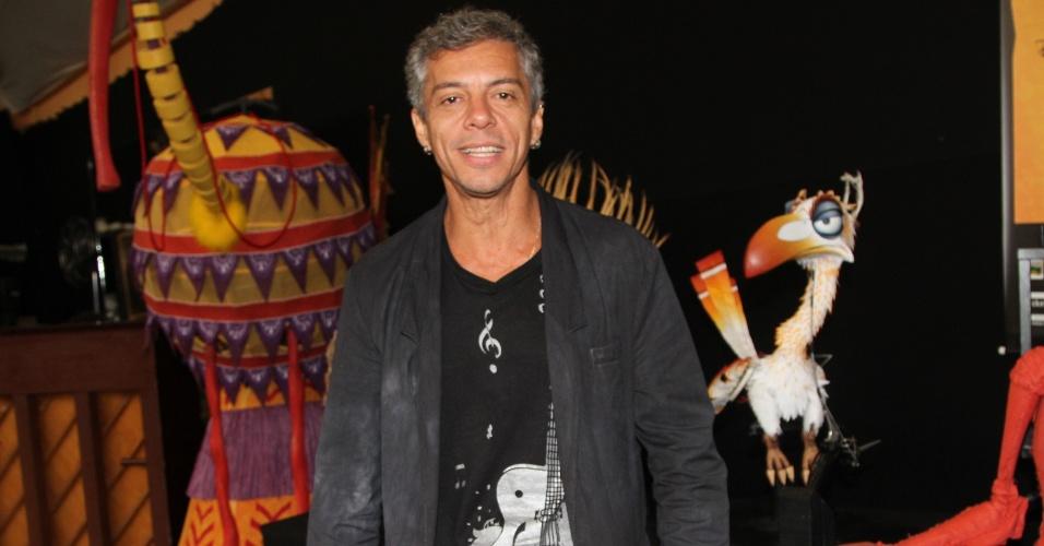 """29.jan.2013 - Osvaldo Mil, que interpretará o leão Scar, durante evento de apresentação do elenco do musical """"O Rei Leão"""", em São Paulo."""