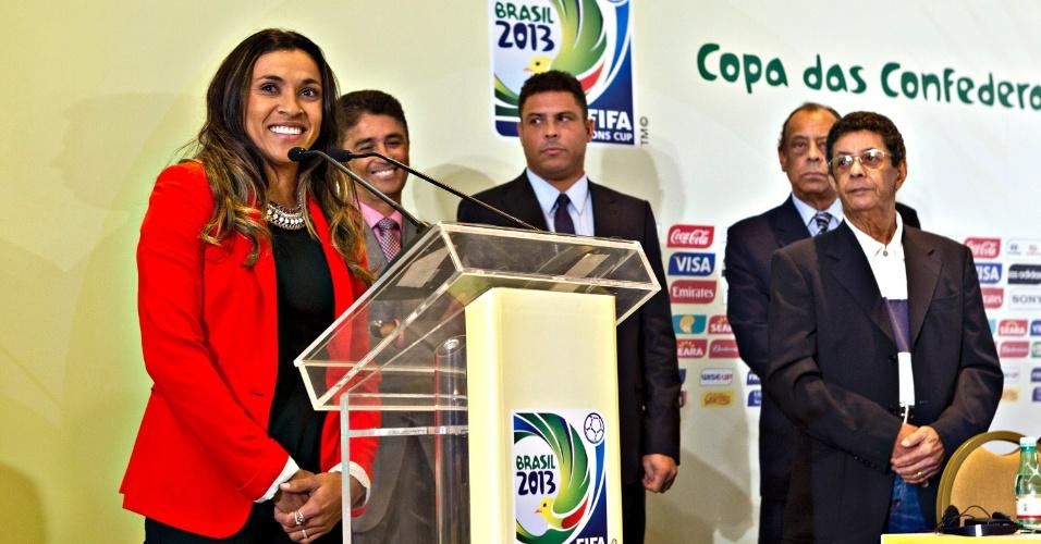 30.jan.2013 - Embaixadora da Copa de 2014, a jogadora Marta discursa antes da apresentação do pôster oficial do evento