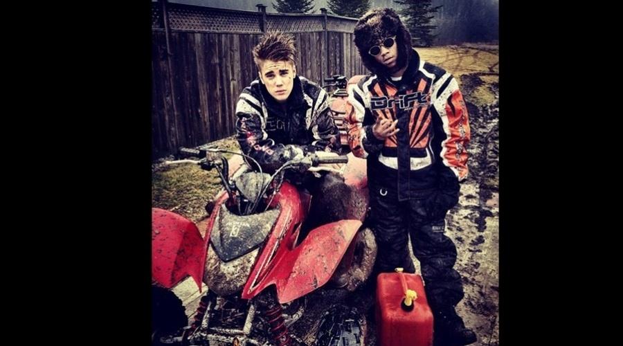 30.jan.2013 - Justin Bieber apareceu sujo e despenteado após uma corrida de quadriciclo. A foto foi divulgada pelo cantor em sua página do Twitter