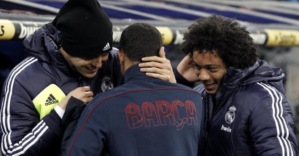 30.jan.2013 - Kaká (esq.) e Marcelo começaram no banco do Real Madrid contra o Barcelona, em partida da Copa do Rei