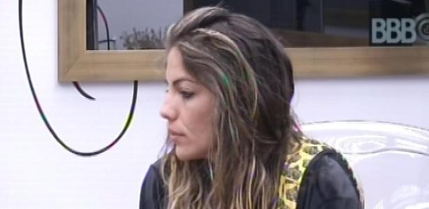 30.janeiro.2013 - Anamara acorda e conversa com Nasser e Andressa no quarto do líder