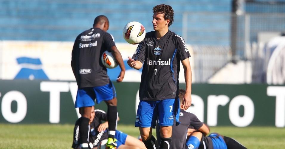 Elano é um dos cobradores de pênalti do Grêmio para decisão desta quarta