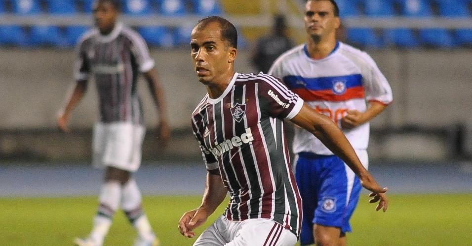 30.jan.2013 - Estreante Felipe tenta a jogada durante jogo do Fluminense contra o Friburguense