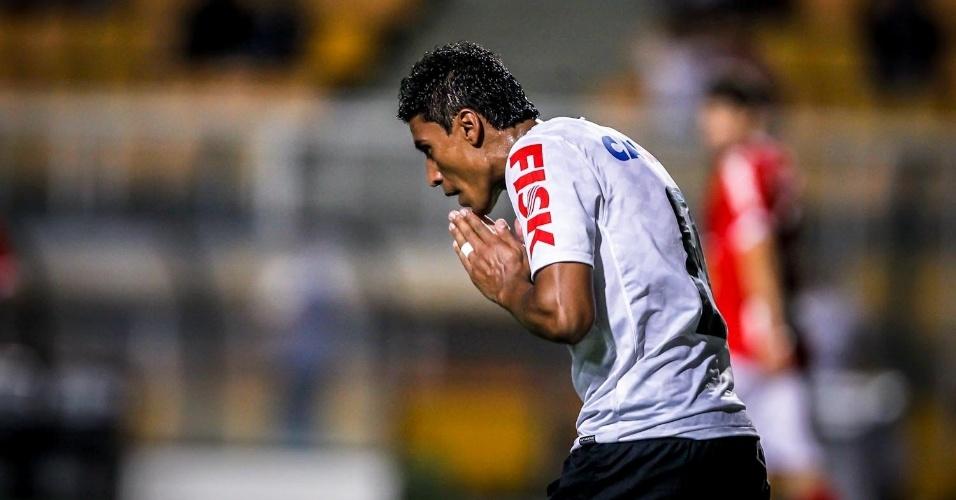 30.jan.2013 - Paulinho, do Corinthians, lamenta lance durante partida contra o Mogi Mirim