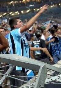 avalanche quebra divisória: Arena do Grêmio pode ser interditada após acidente