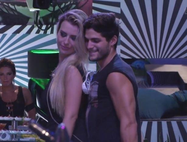 31.jan.2013 - Fernanda e André curtem juntos as músicas na pista de dança