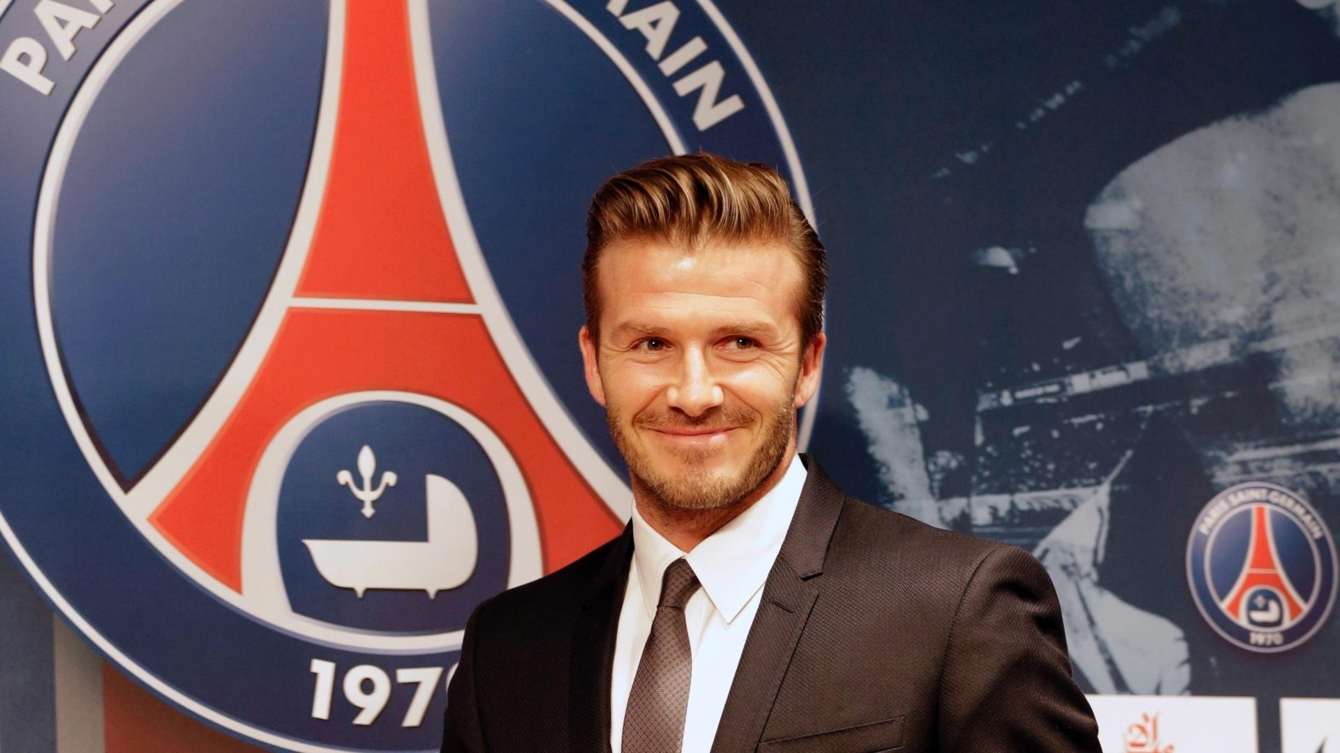 David Beckham foi apresentado em coletiva de imprensa no estádio do PSG