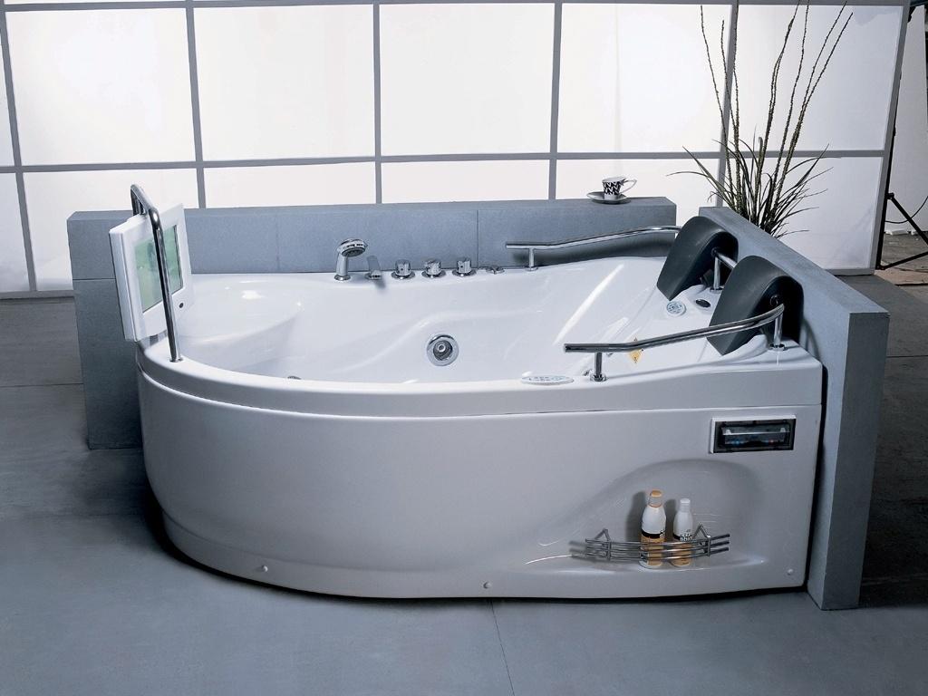 Em acrílico essa banheira da Whirlpool possui iluminação com LEDs  #5D4F44 1024x768 Banheiro Com Banheira Dimensões