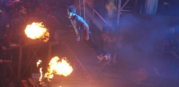 O cantor Luan Santana gasta em média R$ 3.000 com efeitos pirotécnicos em seus shows