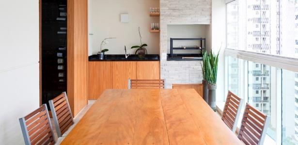 Fechar a varanda com vidro não é permitido, se comprometer a estrutura ou a estética
