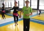 UOL Ginástica em Casa: aprenda passos intermediários de samba e gaste até 600 calorias com a dança (Foto: UOL)