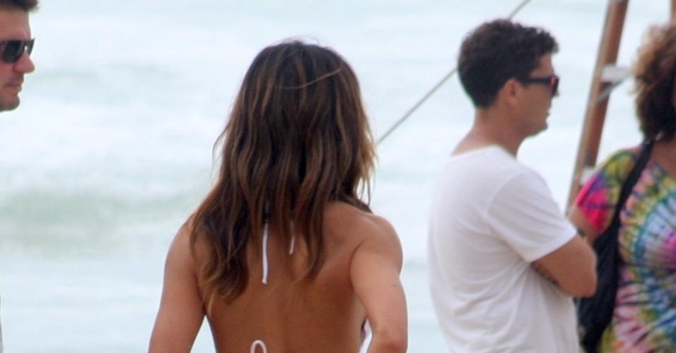 1.fev.2013 - De biquíni, Sabrina Sato gravou comercial para uma marca de lâmina de barbear na praia de São Conrado, zona sul do Rio