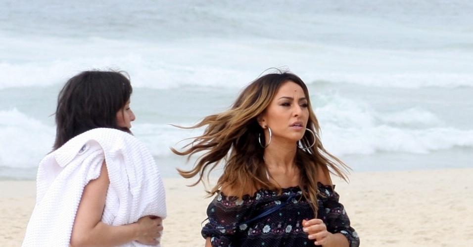 1.fev.2013 - Sabrina Sato gravou comercial para uma marca de lâmina de barbear na praia de São Conrado, zona sul do Rio