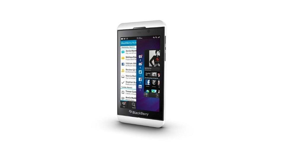 30.jan.2013 - A RIM mudou de nome -- passa a se chamar Blackberry -- e lançou dois smartphones. O da imagem acima é o Z10, que possui tela de 4,2 polegadas com densidade de pixels na tela maior que a do iPhone 5. O smartphone traz ainda câmera traseira de 8 MP e frontal de 2 MP, processador dual-core de 1,5 GHz e sistema BlackBerry 10