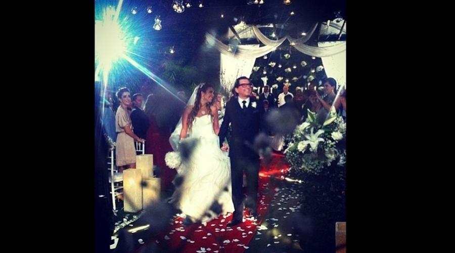 31.jan.2013 - A atriz Carla Diaz divulgou uma imagem do casal Renata Dominguez e Edson Spinello por meio do Twitter