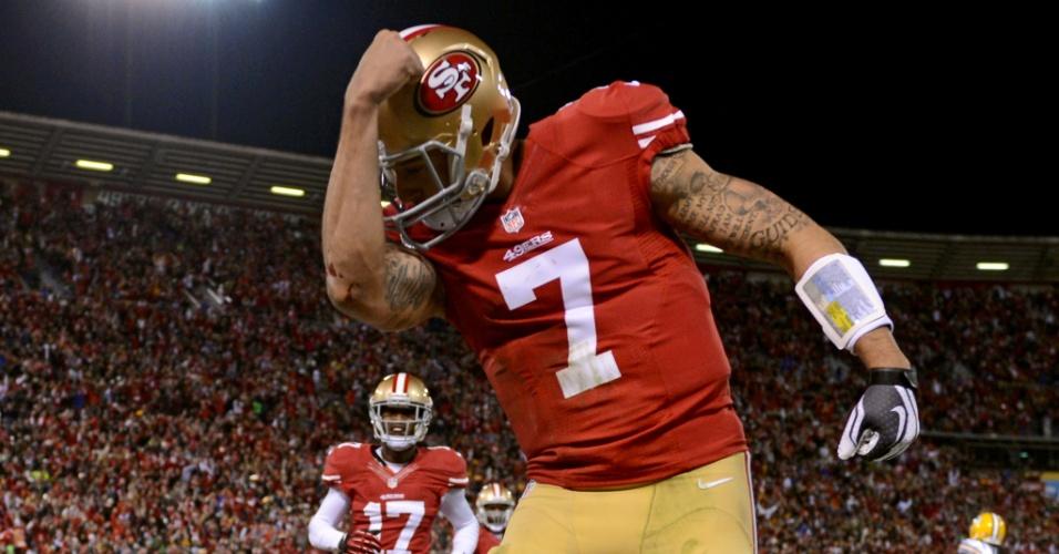 Colin Kaepernick, quarterback do San Francisco 49ers, faz o kaepernicking