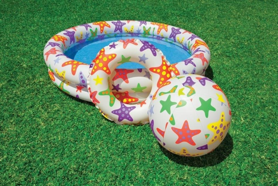 Com capacidade para armazenar até 106 litros de água e com 110 cm de diâmetro, essa piscina infantil inflável acompanha bola e boia, todos com a mesma estampa. Produzido pela Intex em PVC pneumático, custa R$ 34,90 (+ frete) na C&C (www.cec.com.br)