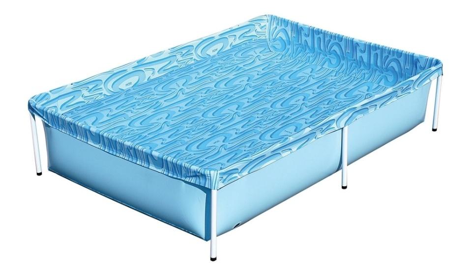 Essa piscina infantil da Mor tem capacidade para 1.000 litros, mede 1,89 m x 1,30 m (montada) e é fabricada em PVC com armação em aço. Com válvula de deságue para facilitar o uso, está à venda na Leroy Merlin (www.leroymerlin.com.br) por R$ 119,90 (preço válido para loja Morumbi - SP)