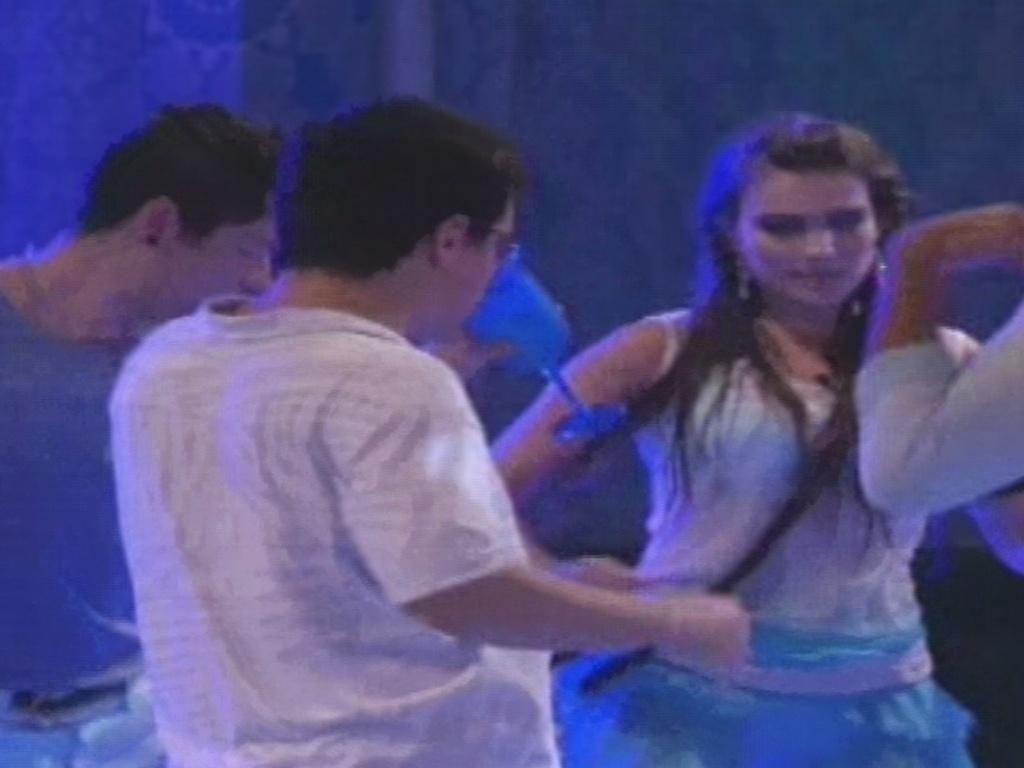 02.fev.2013 - Kamilla, Nasser e Ivan dançam o hit