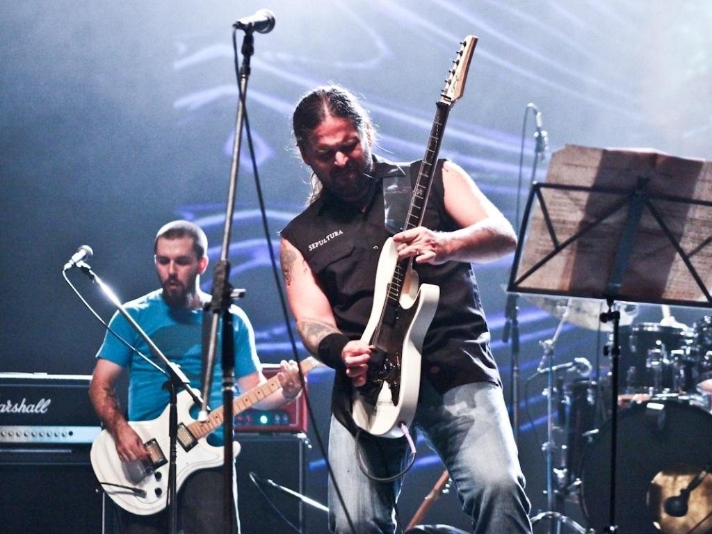 1.fev.2013 - Andreas Kisser toca no show