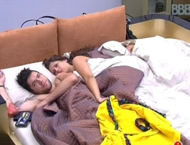 2.fev.2013 - Nasser e Andressa dormiram juntos com Marien no quarto do lder