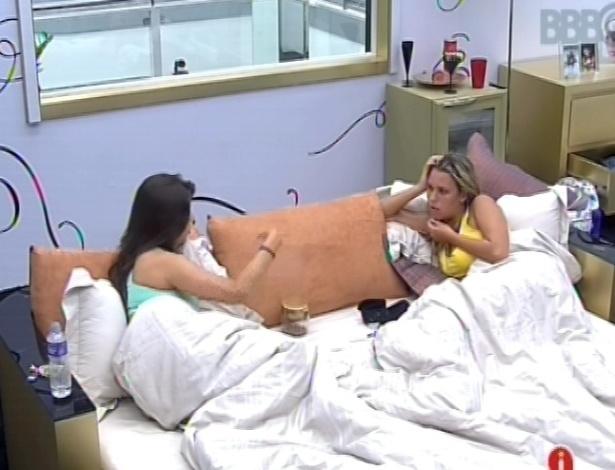 03.fev.2013 - Andressa conta para Marien como começou o relacionamento dela com o Nasser na casa