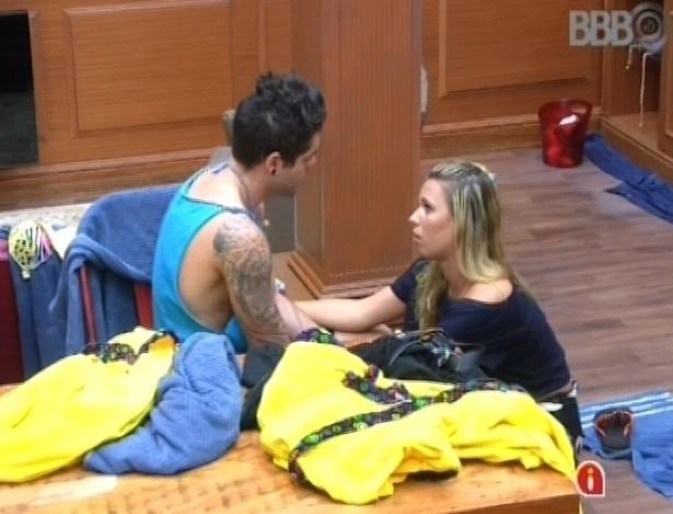 03.fev.2013 - Marien pergunta para Nasser se ele não vai conversar com Andressa sobre a briga que os dois tiveram na madrugada