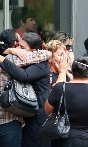 3.fev.2013 - Familiares e amigos de Bruno Portella Fricks, 22, comparecem ao velório do jovem no CemitérioSanta Rita, em Santa Maria (RS). O rapaz, que estava internado em Porto Alegre, é uma das vítimas do incêndio na boate Kiss