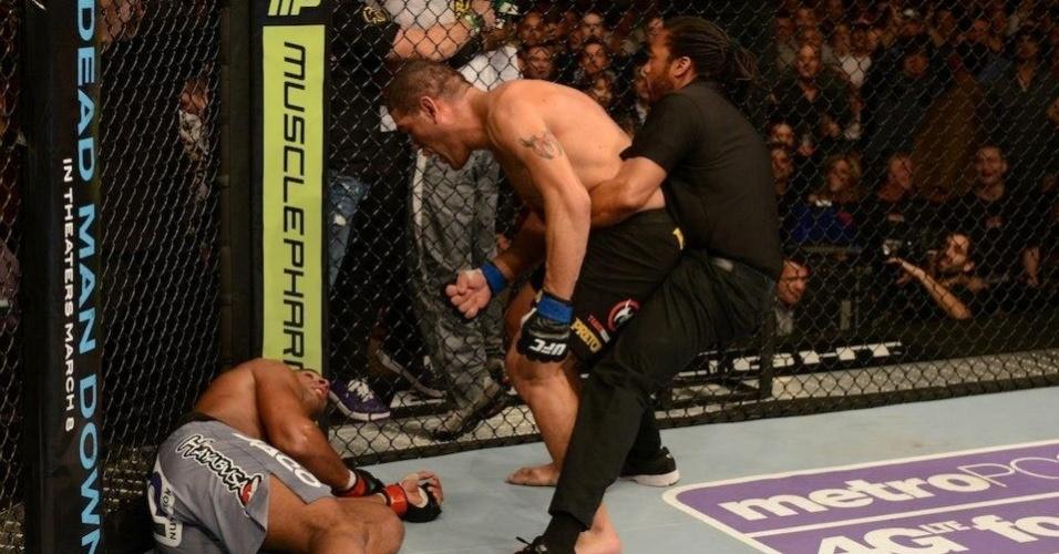 Antonio Pezão encara Alistair Overeem e responde às provocações do rival após vencê-lo por nocaute