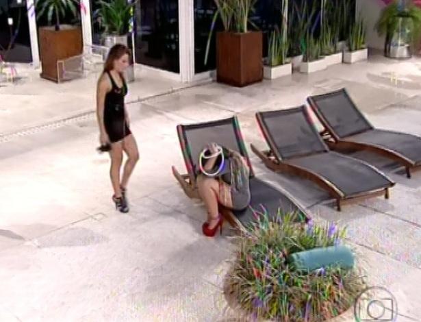 03.fev.2013 - Anamara chora após formação do paredão, dizendo que pessoas que ela ama, Fani e Yuri, estão na berlinda
