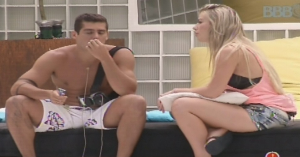 04.fev.2013 - Fernanda pede conselhos sobre André para Yuri