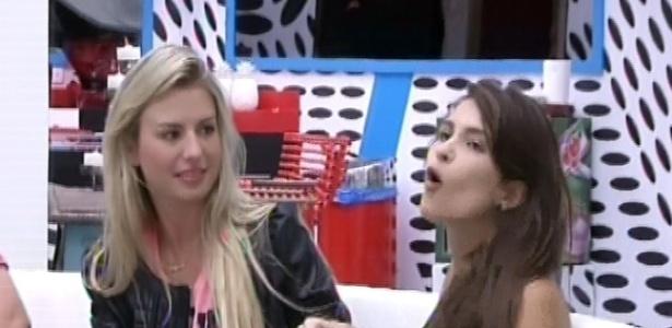 04.fev.2013 - Kamilla ficou brava de ter retirado a bolinha azul, pois diz que não sabe direito como fazer compras