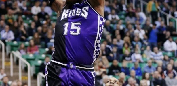 04.fev.2013 - O polêmico De Marcus Cousins enterra na derrota dos Kings para o Jazz