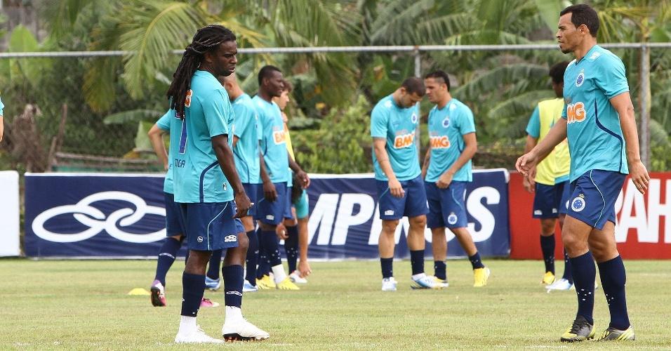 05/02/2013 - Tinga treina como titular do Cruzeiro nesta terça-feira, na Toca da Raposa II