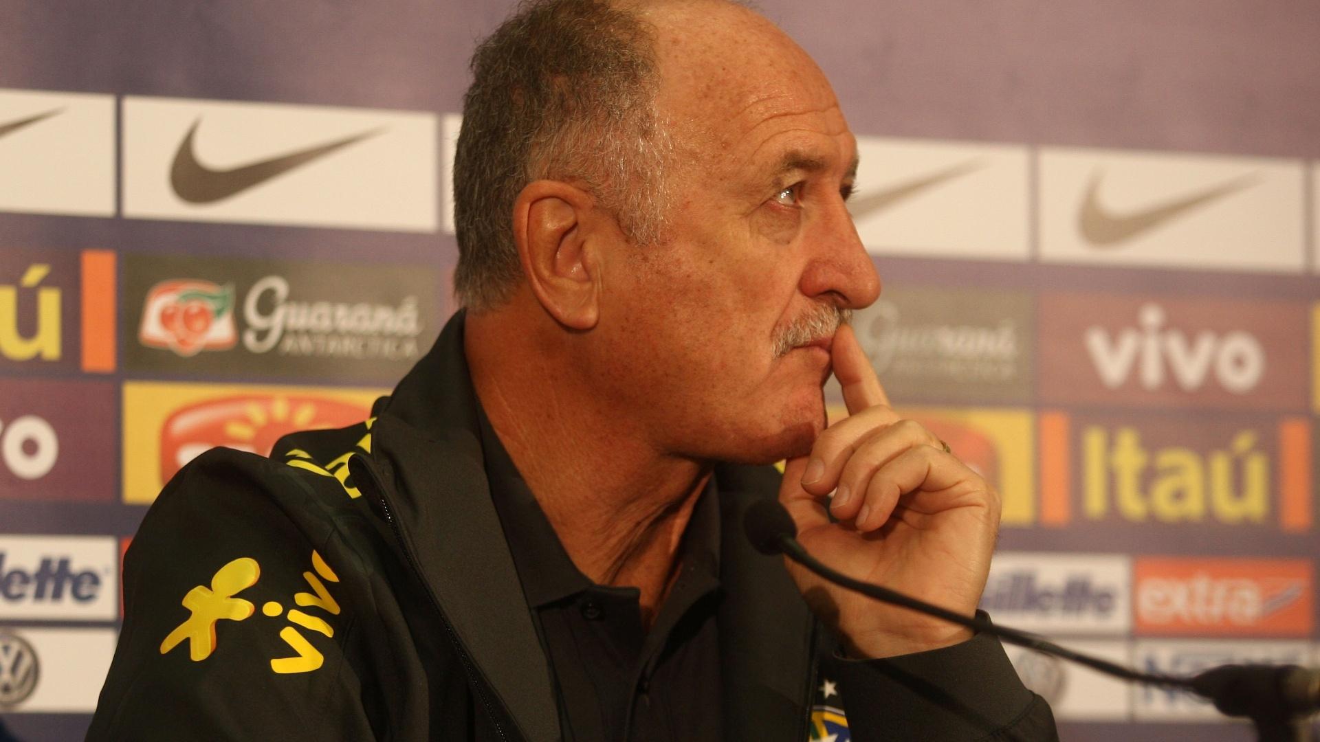 05.fev.2013 - Durante coletiva em Londres, Felipão afirmou que fará 6 mudanças durante o amistoso contra a Inglaterra