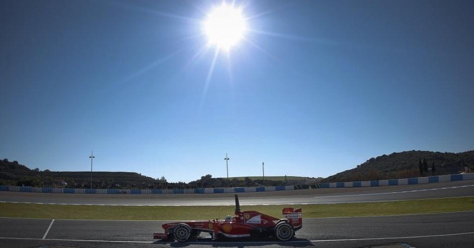 05.fev.2013 - Felipe Massa faz o primeiro teste com o carro da Ferrari para 2013, em Jerez de la Frontera