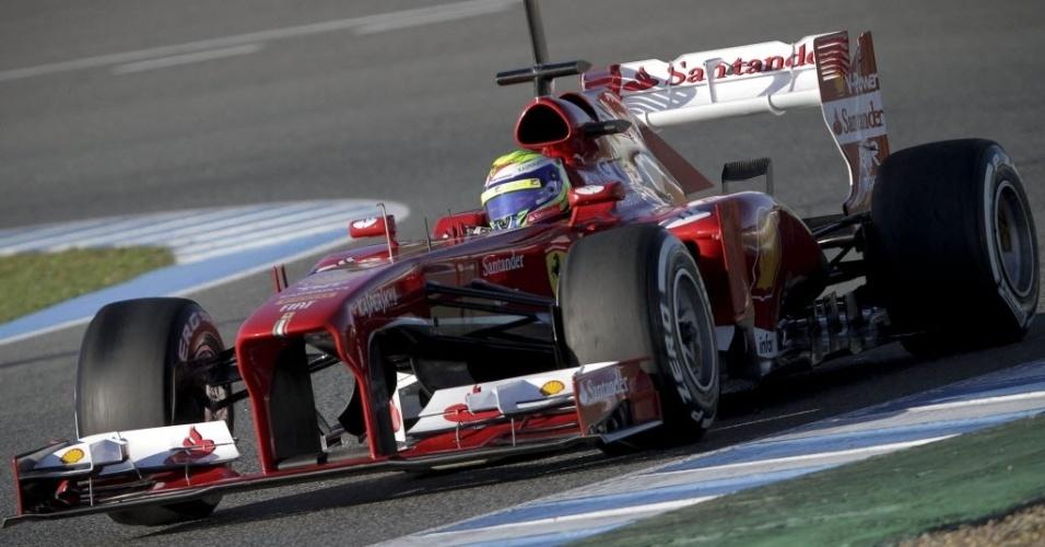 05.fev.2013 - Felipe Massa testa com a Ferrari no primeiro dia de ensaios coletivos em Jerez de la Frontera