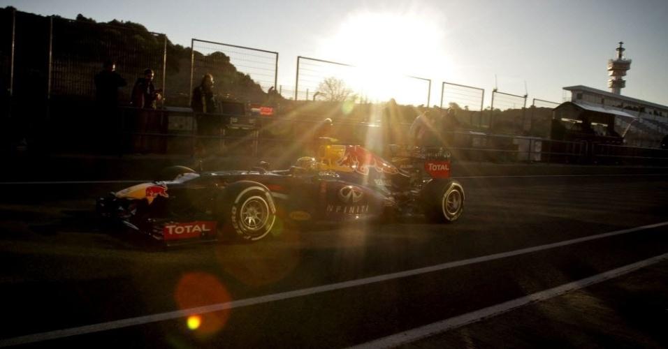 05.fev.2013 - Mark Webber sai dos boxes durante o primeiro teste coletivo em Jerez de la Frontera