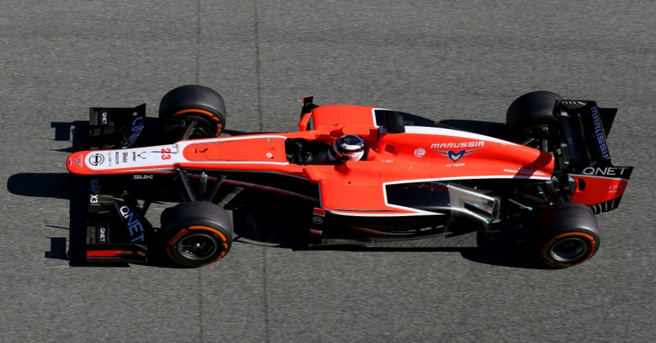 05.fev.2013 - Marussia de Max Chilton corre nos testes coletivos de Jerez momentos após ser apresentada oficialmente