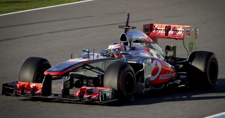 05.fev.2013 - McLaren de Jenson Button é vista durante o primeiro teste coletivo da F1 em Jerez de la Frontera