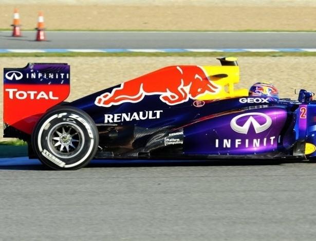 05.fev.2013 - Red Bull de Mark Webber vai à pista para o primeiro dia de testes coletivos em Jerez de la Frontera