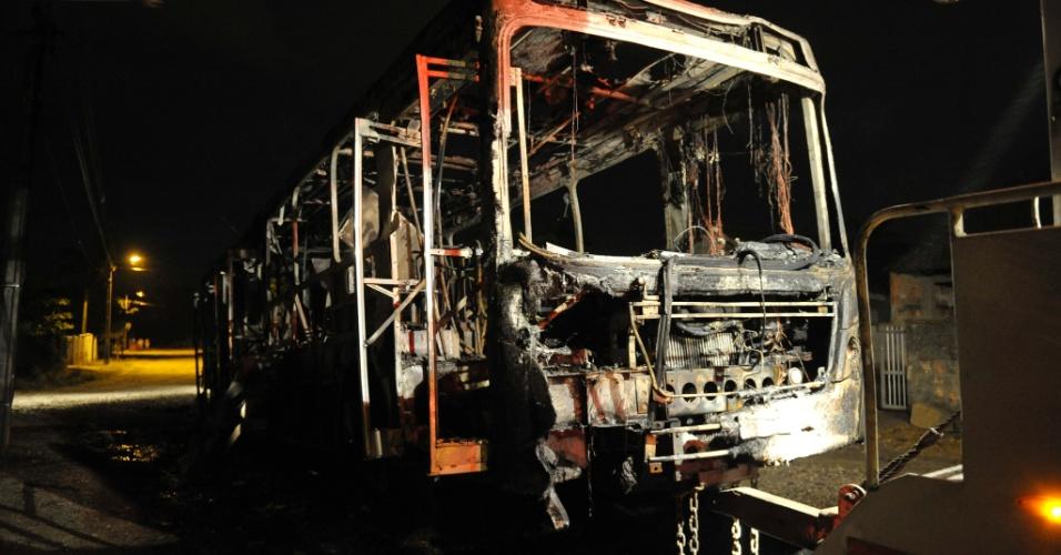 2.fev.2013 - A onda de ataques que atinge Santa Catarina desde quarta-feira (30) chegou a Joinville na noite passada (1º). Pelo menos quatro ataques a ônibus e tiros contra uma delegacia foram registrados na cidade