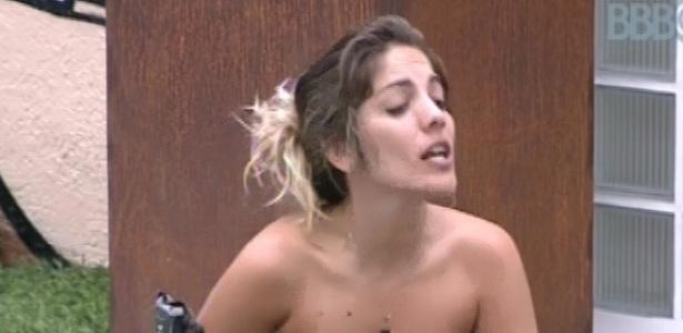 5.fev.2013 - Anamara conta para Natália e Fani sobre as brigas que teve na outra edição do