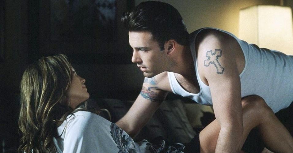 """""""Contrato de Risco"""" (2003), de Martin Brest: Ben Affleck hoje dirige filmes indicados ao Oscar, mas já protagonizou essa bomba ao lado da ex Jennifer Lopez. O longa custou US$ 75 milhões e rendeu US$ 7 milhões. E nem o romance entre os dois astros resistiu ao fracasso do filme"""