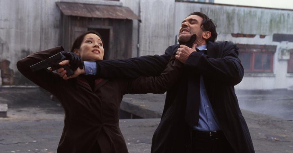 """""""Dupla Explosiva"""" (2003), de Wych Kaosayananda: O encontro nas telas de Antonio Banderas com Lucy Liu custou US$ 80 milhões, mas rendeu apenas US$ 20 milhões e ainda foi classificado pelo Rotten Tomatoes como """"o pior entre os piores"""""""