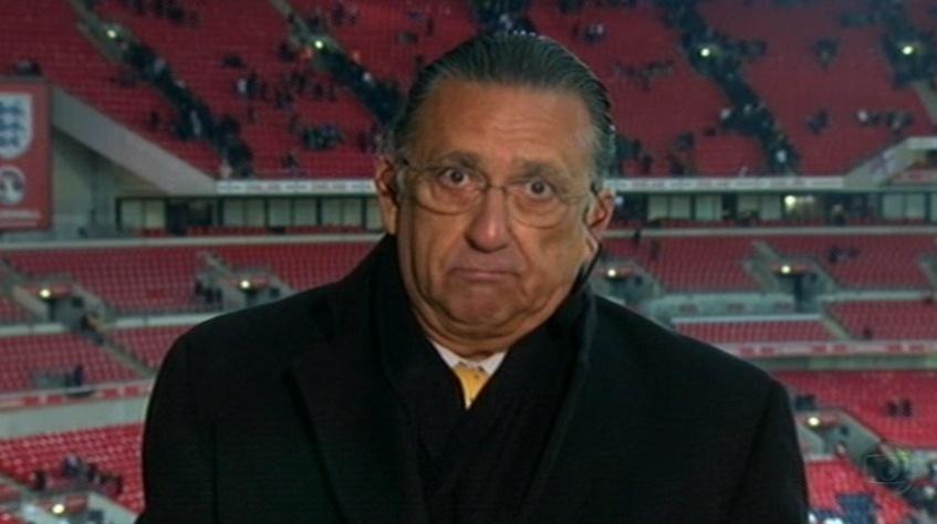 06.fev.2013 - Galvão Bueno no estádio de Wembley, durante a transmissão de Inglaterra 2 x 1 Brasil