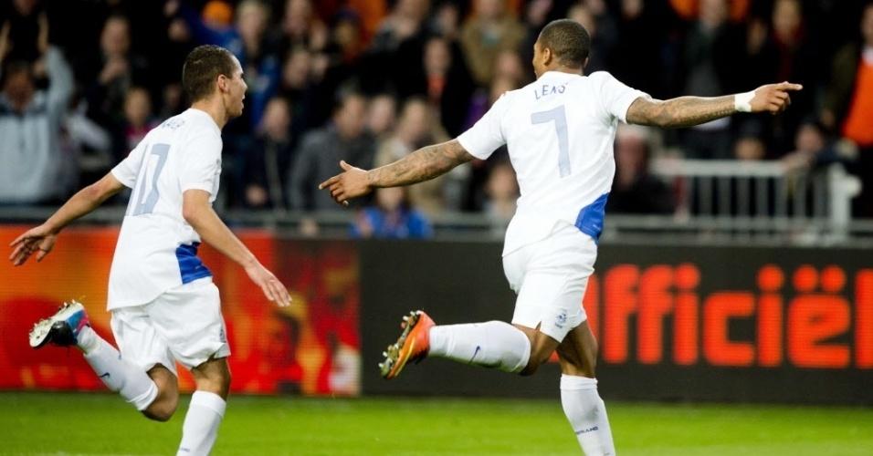 06.fev.2013 - Jeremain Lens (dir.) comemora depois de marcar para a Holanda na partida amistosa contra a Itália