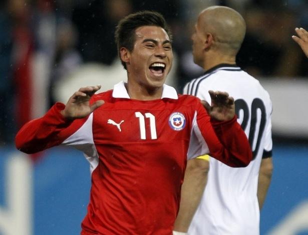 06.fev.2013 - Recém-contratado pelo Grêmio, o chileno Eduardo Vargas comemora depois de marcar para a sua seleção em amistoso contra o Egito