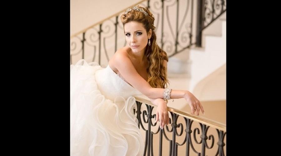 6.jan.2013 - Renata Dominguez divulgou uma imagem onde aparece vestida de noiva. A atriz se casou com o diretor Edson Spinello e usou um vestido da estilista Vera Wang